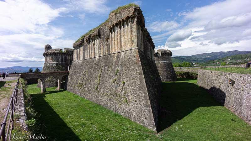 sarzanello castle